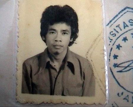 Piagam Bimbingan Studi Unsuri Tahun 1979, tertera nama Urip Ahmad Riyanto, yang lahir pada 6 Juni 1957. Namun dalam piagam itu, tidak disebutkan jurusan maupun fakultas yang ditempuh Mbah Surip.Saat itu dia juga bekerja jualan tiket bioskop.