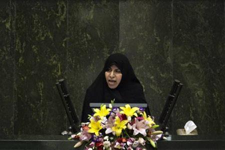 Marzieh Vahid Dastjerdi menyampaikan pidatonya di parlemen Iran atau yang biasa disebut Majelis Wali 1 September lalu. Reuters/Morteza Nikoubazl.